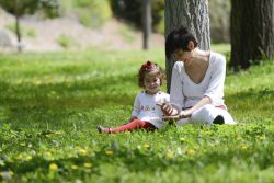 mother-and-child-in-park-1024x683